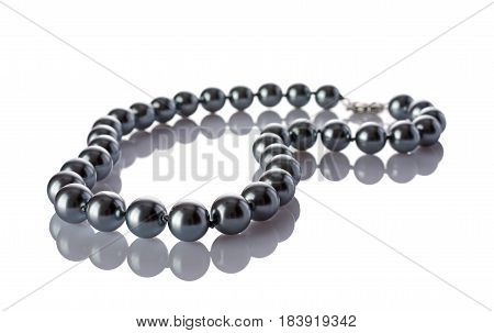 Luxury Elegant Silver Pearl Necklace Close-up