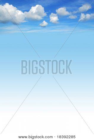 美丽的蓝色天空背景与白色蓬松的云彩