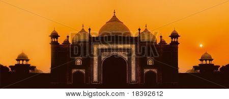 worldwonder taj mahal mosque in agra, india