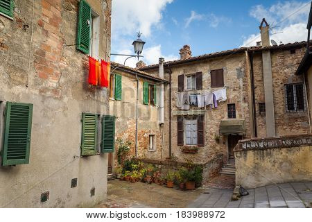 Quiet italian courtyard with drying in the sun clothes