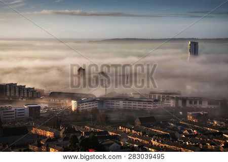 Editorial Swansea, Uk - January 01, 2018: An Unusual Early Morning Heavy Fog Or Sea Mist Engulfs The