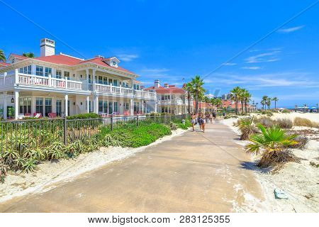 San Diego, California, United States - August 1, 2018: Sidewalk By Beachfront Cottages Of Hotel Del