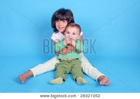 schönes Mädchen mit Baby, Vettern, Familienfoto