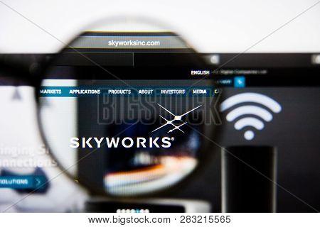 Los Angeles, California, Usa - 25 January 2019: Skyworks Solutions Website Homepage. Skyworks Soluti