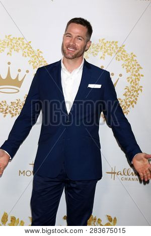 LOS ANGELES - FEB 9:  Luke Macfarlane at the Hallmark Winter 2019 TCA Event at the Tournament House on February 9, 2019 in Pasadena, CA