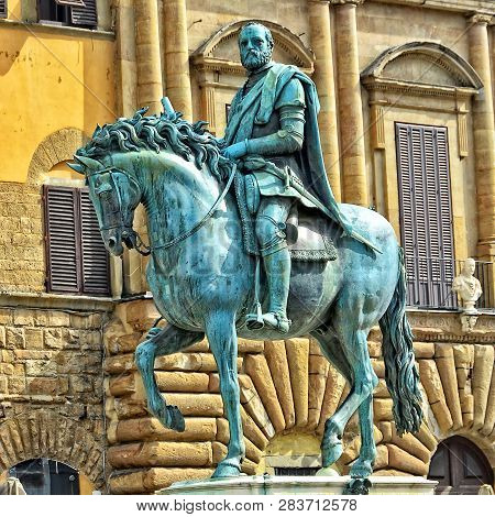 Italian History And Art. Florence. Awesome Ancient Sculpture Of Cosimo De Medici (grand Duke Of Tusc