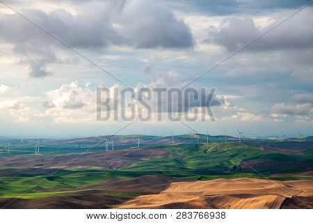 Electricity Generating Windmills In The Palouse Region Of Eastern Washington State, Usa