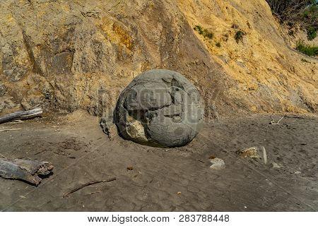 Moeraki Boulders In New Zealand On The Beach, Moeraki Beach On The East Coast Of New Zealand, Moerak