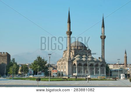 KAYSERI, TURKEY - JULY 28, 2007: Burunguz Camii mosque and Kayseri castle on Cumhuriyet Meydani square. The mosque was built in 1977 by Refik Burunguz instead of the 2-door mosque, which was destroyed