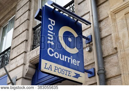 Bordeaux , Aquitaine / France - 08 25 2020 : Point Courrier La Poste Logo And Text Sign On Street Fr