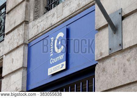 Bordeaux , Aquitaine / France - 08 25 2020 : Point Courrier La Poste Logo And Text Sign Agency Front