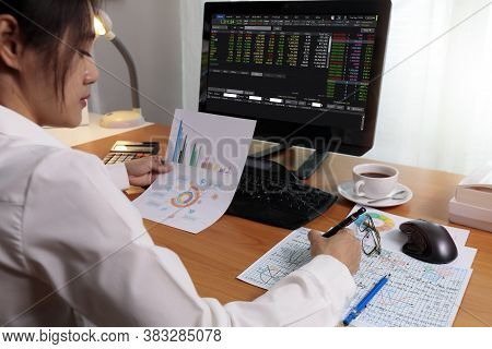 Business Woman Working In Office With Computer Holding Chart Report Paper And Looking. Business Peop