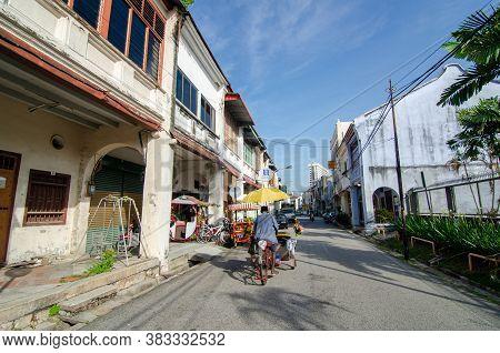 Georgetown, Penang/malaysia - Jul 02 2016: Rickshaw Driver At The Jalan Muntri.