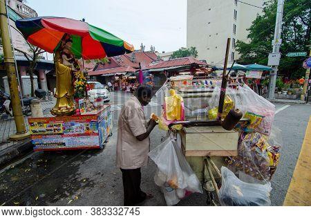 Georgetown, Penang/malaysia - Jul 02 2016: Benggali Bread Seller At The Street Of Jalan Masjid Kapit