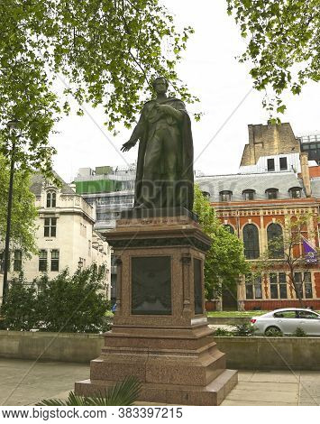 London, Great Britain -may 22, 2016: Statues To Edward Geoffrey Smith Stanley, 14. Earl Of Derby Pre