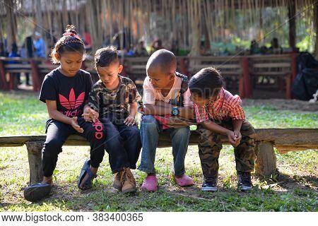 Carey Island, Selangor/malaysia - Mar 17 2018: Malaysia Aboriginal Mah Meri Kid At Outdoor.