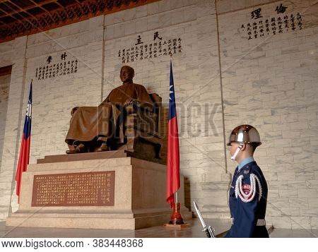 Taipei, Taiwan - May 13, 2019: A Large Bronze Statue Of Chiang Kai-shek In The Main Chamber Of The C