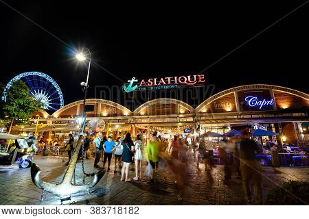 Bangkok Thailand - June 10, 2019: Outdoor Restaurant In Asiatique The Riverfront In Night Time In Ba