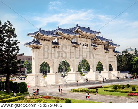 Taipei, Taiwan - May 13, 2019: Arch In Front Of The Liberty Square (freedom Square) Main Entrance Ga