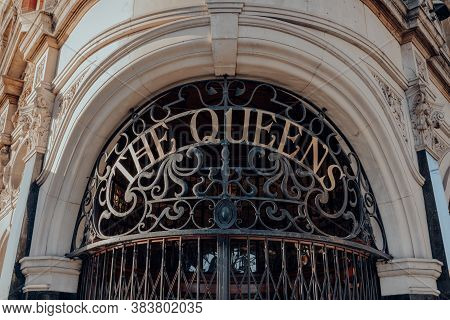 London, Uk - August 20, 2020: Name On The Entrance Of The Queens, Corner Pub In Crouch End, An Area