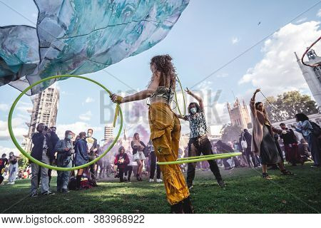 London / Uk - 2020.09.05: People Dancing With Hoola Hoops At Extinction Rebellion Protest At Parliam