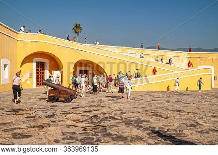 Acapulco, Mexico - November 25, 2008: Central Square With Cannon On Top Of Fort, Fuerte De San Diego