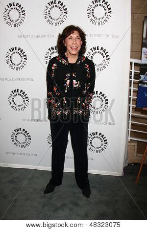 LOS ANGELES - JUL 16:  Lily Tomlin arrives at