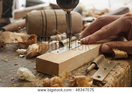 Carpenter Screwed A Hinge