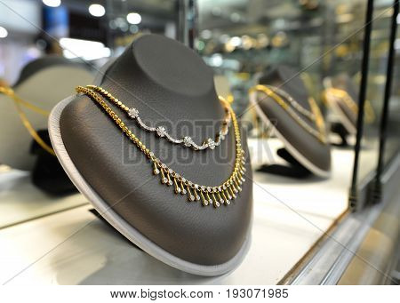 gold jewelry shop show many design of gold and dimond