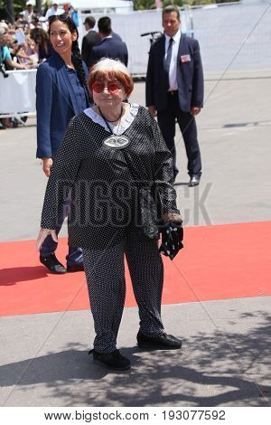 Agnes Varda attends the 70th Anniversary photocall during the 70th annual Cannes Film Festival at Palais des Festivals on May 23, 2017 in Cannes, France.