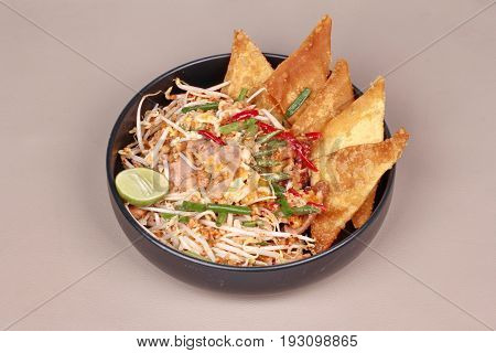 Pad Thai With Crisy Wonton And Chicken ,bean Sprouts Topped Halvelemon.
