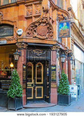 MANCHESTER, UNITED KINGDOM - NOVEMBER 4, 2013: Mr Thomas's Chop House, 130 year old pub. Manchester, England, United Kingdom