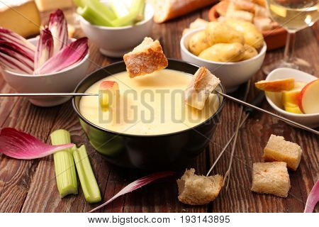 cheese fondue with vegetable and bread