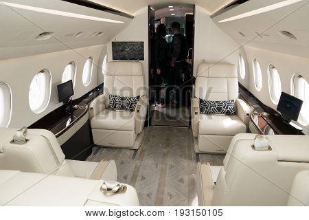 Dassault Falcon 2000Lx Business Jet Interior