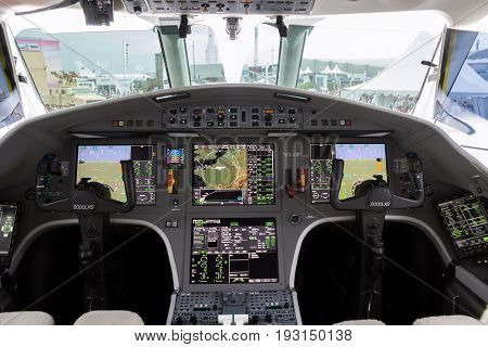Dassault Falcon 2000Lx Business Jet Flight Deck
