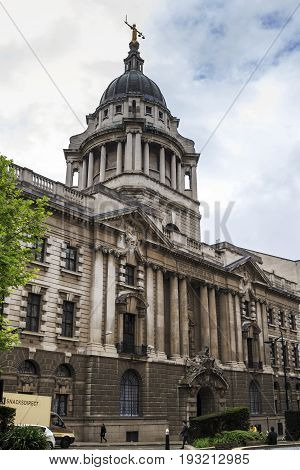 LONDON, GREAT BRITAIN - MAY 1, 2014: The Old Bailey is the traditional name of a central criminal court located in a majestic neo-Empire building.