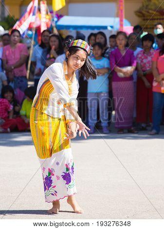 Chiangrai -thailand November 21: Unidentified Tai Lue Women (ethnic Group Living In Parts Thailand)