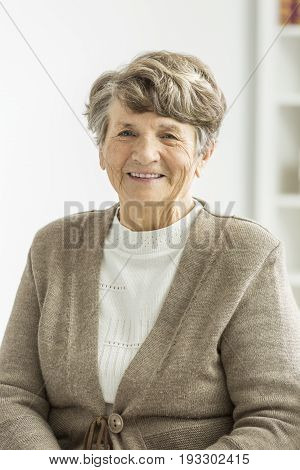 Photo of old lady smiling at friendly old age home