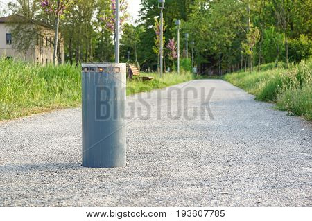 Retractable Electric Bollard Metallic, and hydraulic for the control of road traffic locked up underground .