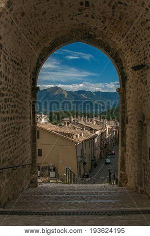 Arch in the historic center of Monteleone di Spoleto