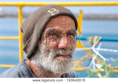 Hormuz Island Hormozgan Province Iran - 17 april 2017: Close-up portrait of an Iranian elderly handyman.