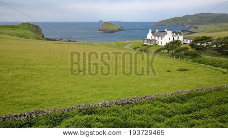 View of Duntulm Bay in the northern part of the Trotternish peninsula with the ruins of Duntulm Castle on the left side and Tulm Island in the centre, Isle of Skye, Highlands, Scotland, UK