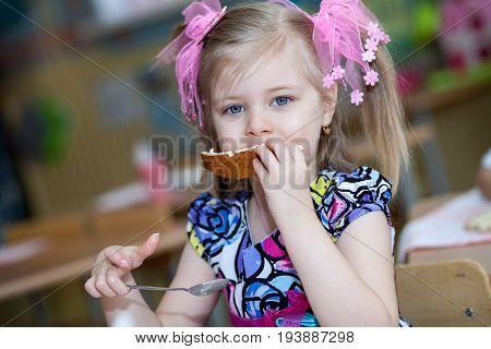 children, female child foot, young girl, balloons, girl, Mood, joy