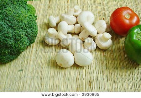Broccoli mushroom tomato and capsicum
