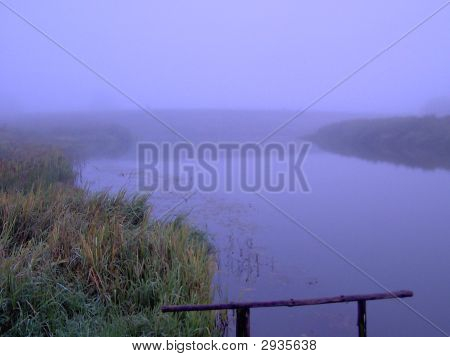 Nebel über Fluss