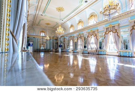 Saint Petersburg, Russia - August 9, 2018: Konstantinovsky Palace (federal Palace Of Congresses) In