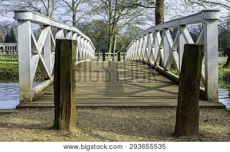 Stowe, Buckinghamshire, Uk - April 19: Wooden Bridge Over Octagon Lake On April 19, 2019 In Stowe, B