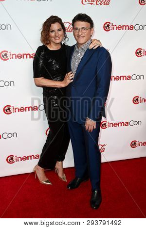 LAS VEGAS - APR 4: Director Anthony Russo (R) and wife Ann Russo attend The CinemaCon Big Screen Achievement Awards at OMNIA Nightclub at Caesars Palace during CinemaCon on April 4, 2019 in Las Vegas,