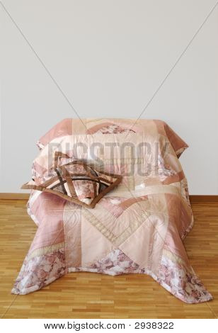 Patchwork Quilt With Pillow