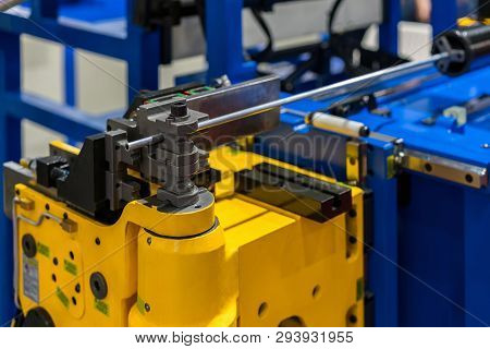 High Technology And Precision Cnc Automatic Pipe Or Tube Bending Machine For Industrial